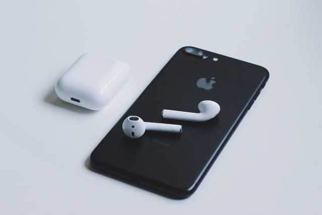 airpods-apple-iphone-tech