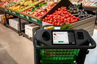 the-touch-screen-present-in-dash-cart-Amazon
